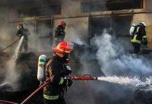 تصویر از یک واحد تولید فوم در آتش سوخت/ ۲۵ تن مواد پلیمری دود شد
