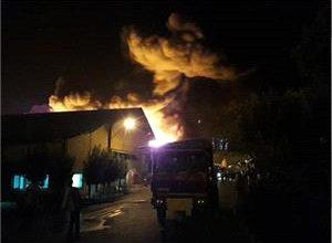 تصویر از گزارش خبرنگار بسپار از آخرین اخبار آتش سوزی در صنایع پلاستیک پوشینه